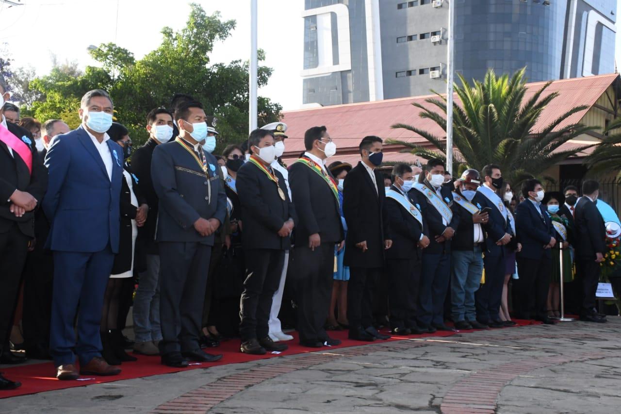 Luis Arce participa en actos protocolares en homenaje al 211 aniversario de Cochabamba
