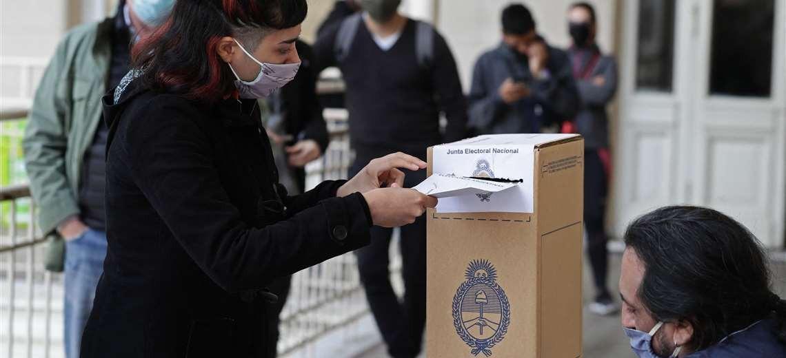 Primarias legislativas argentinas miden apoyo al gobierno de Fernández