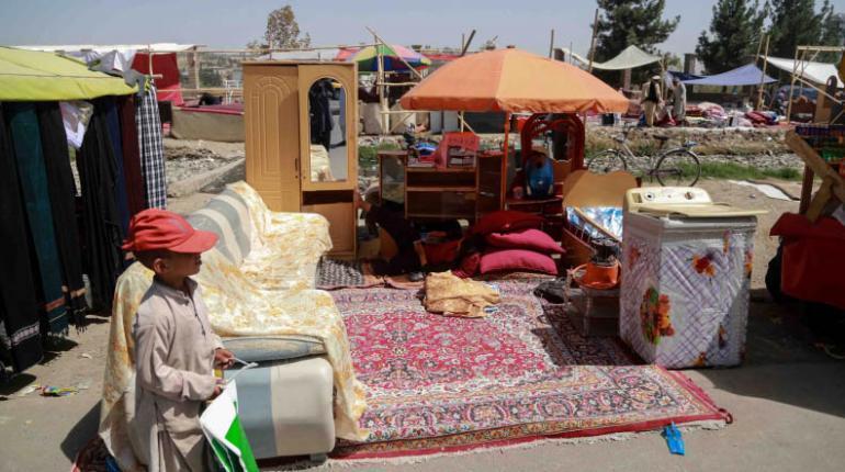 Talibanes enfrentan escasez de billetes, afirma expresidente de banco central afgano